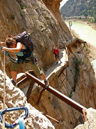 Escaladores en el Caminito del Rey (wikipedia.org)