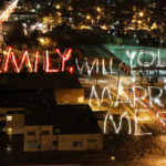 Una original proposición de matrimonio, The Light Writing Proposal