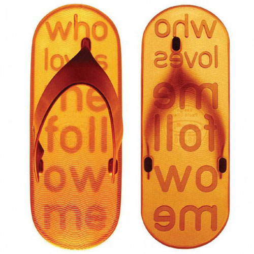 Who loves me follow me, unas originales sandalias de Paolo Ulian