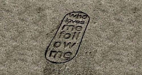 Who loves me follow me, unas originales sandalias de Paolo Ulian