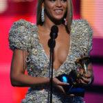 Beyoncé y Taylor Swift triunfan en los Grammy 2010