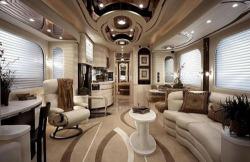 Vantaré Platimun Plus, una gran caravana de lujo de Featherlite Coaches