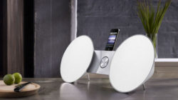 BeoSound 8 de Bang & Olufsen, una elegante base de sonido para iPod, iPhone e iPad