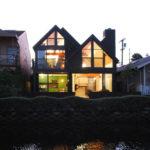 Garner Residence de Bruce Bolander en Malibu, elegancia a la orilla del río