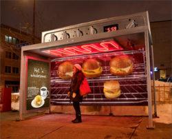 Original anuncio que convierte la parada del autobús en un horno, de Colle+McVoy para Caribou Coffee