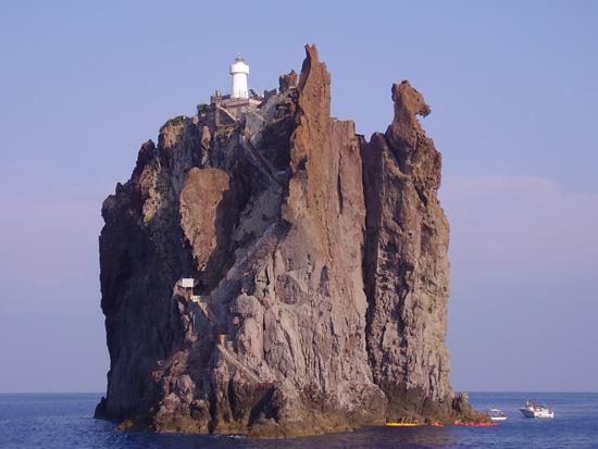 El Faro de Strombolicchio, imagen de enzinomollichino