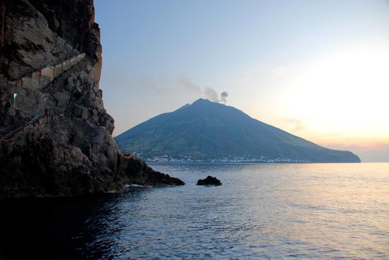 El Faro de Strombolicchio, imagen de Giovanni Carusso