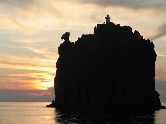 El Faro de Strombolicchio, imagen de Maroš Kerek